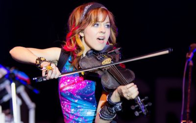 "Lindsey Stirling Performs Cover of Queen's ""The Show Must Go On"" with Celine Dion"
