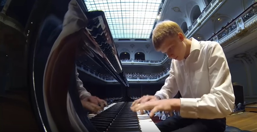 Nathan Schaumann's Virtuoso Performance in Laeiszhalle, Hamburg, Germany