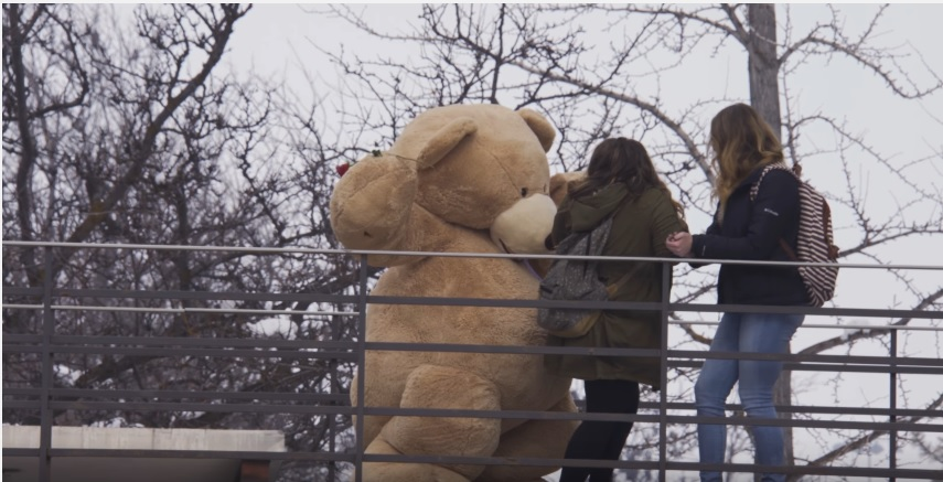 Stuart Edge - Giant Bear Gives Out Valentines
