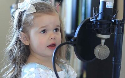 "Four-Year-Old Claire Ryann Stars in Trailer for New ""The Little Mermaid"" Movie"