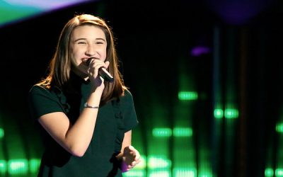 "15-Year-Old Hanna Eyre Receives Chair Turns from Three Judges on NBC's ""The Voice"""
