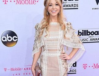 "Lindsey Stirling Wins ""Top Electronic/Dance Album"" at Billboard Music Awards"